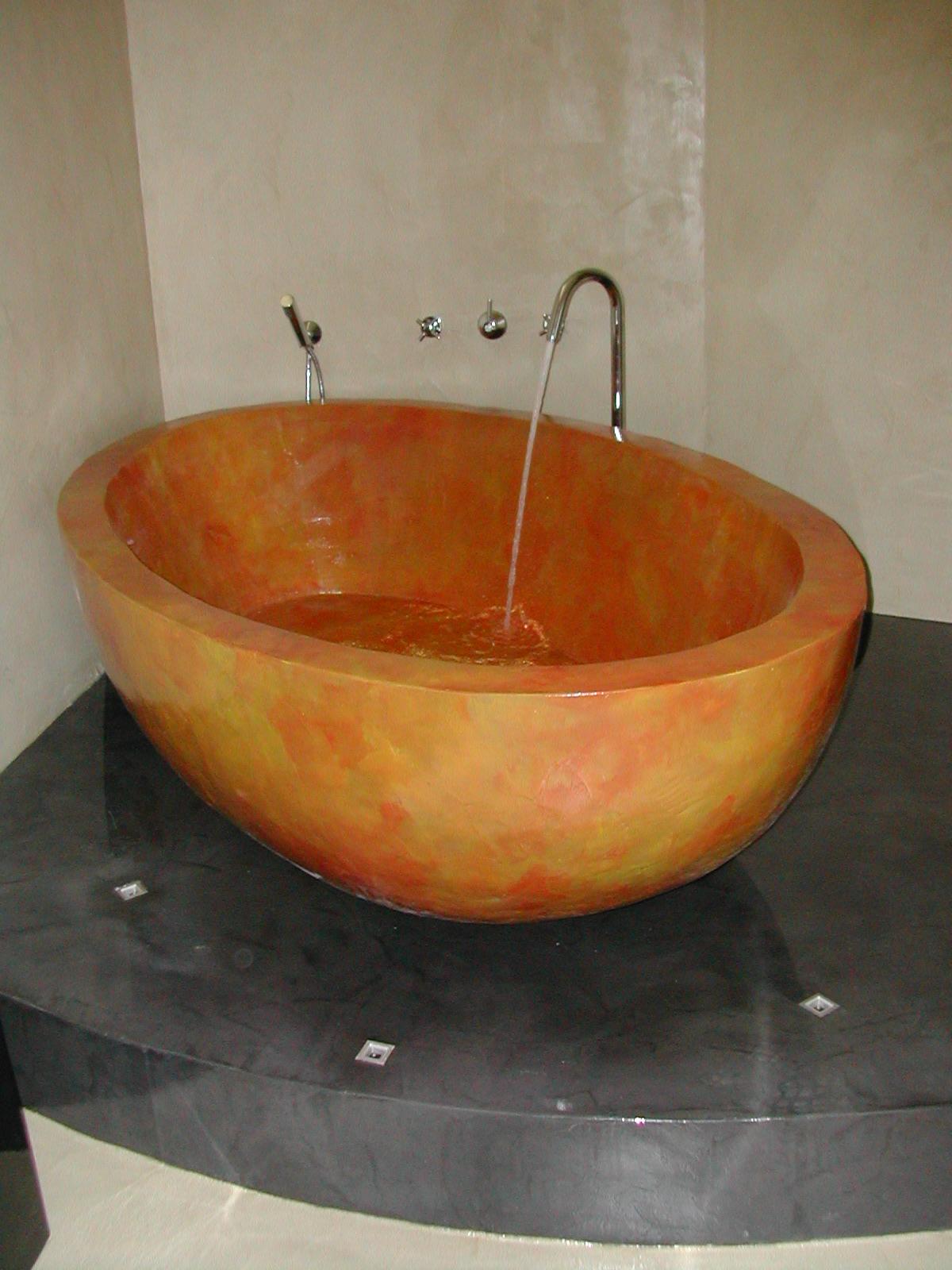 Vasca da bagno in cemento.  stefanopezziafornero